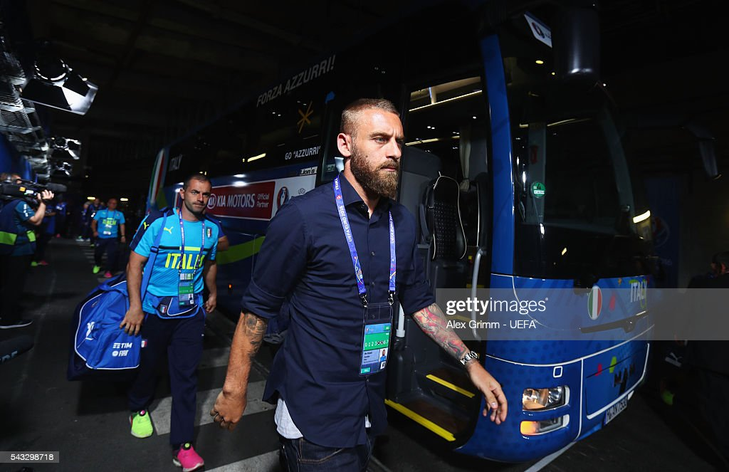 <a gi-track='captionPersonalityLinkClicked' href=/galleries/search?phrase=Daniele+De+Rossi&family=editorial&specificpeople=233652 ng-click='$event.stopPropagation()'>Daniele De Rossi</a> of Italy is seen on arrival at the stadium prior to the UEFA EURO 2016 round of 16 match between Italy and Spain at Stade de France on June 27, 2016 in Paris, France.