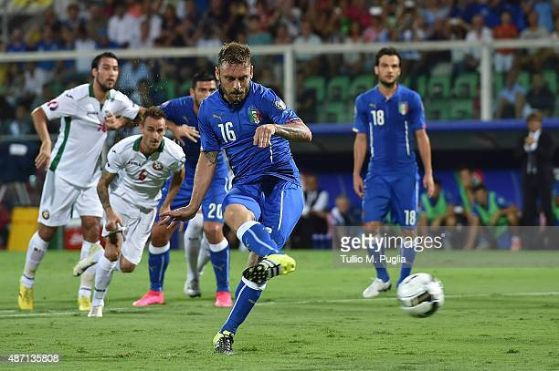 Daniele De Rossi of Italy scores a penalty to make it 10 during the UEFA EURO 2016 Qualifier match between Italy and Bulgaria on September 6 2015 in...