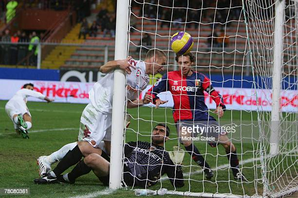 Daniele De Rossi of Roma misses from close range after Genoa goalkeeper Rubens Rubinho had managed to block during the Serie A match between Genoa...