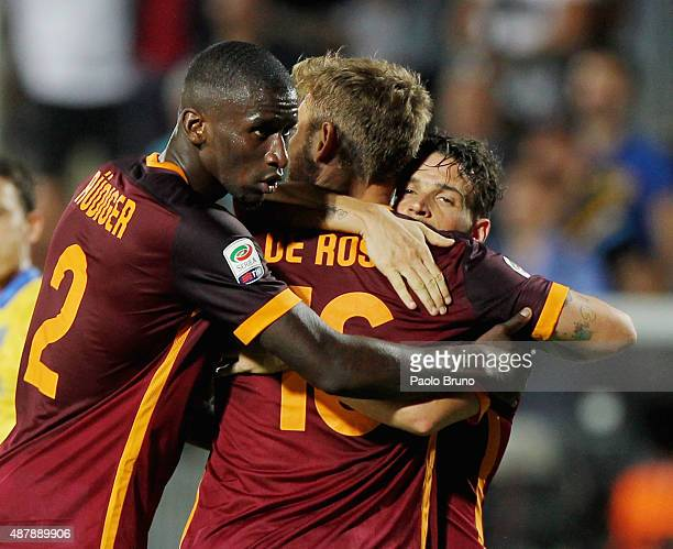 Daniele De Rossi with his teammates Antonio Rudiger and Alessandro Florenzi of AS Roma celebrate the victory after the Serie A match between...