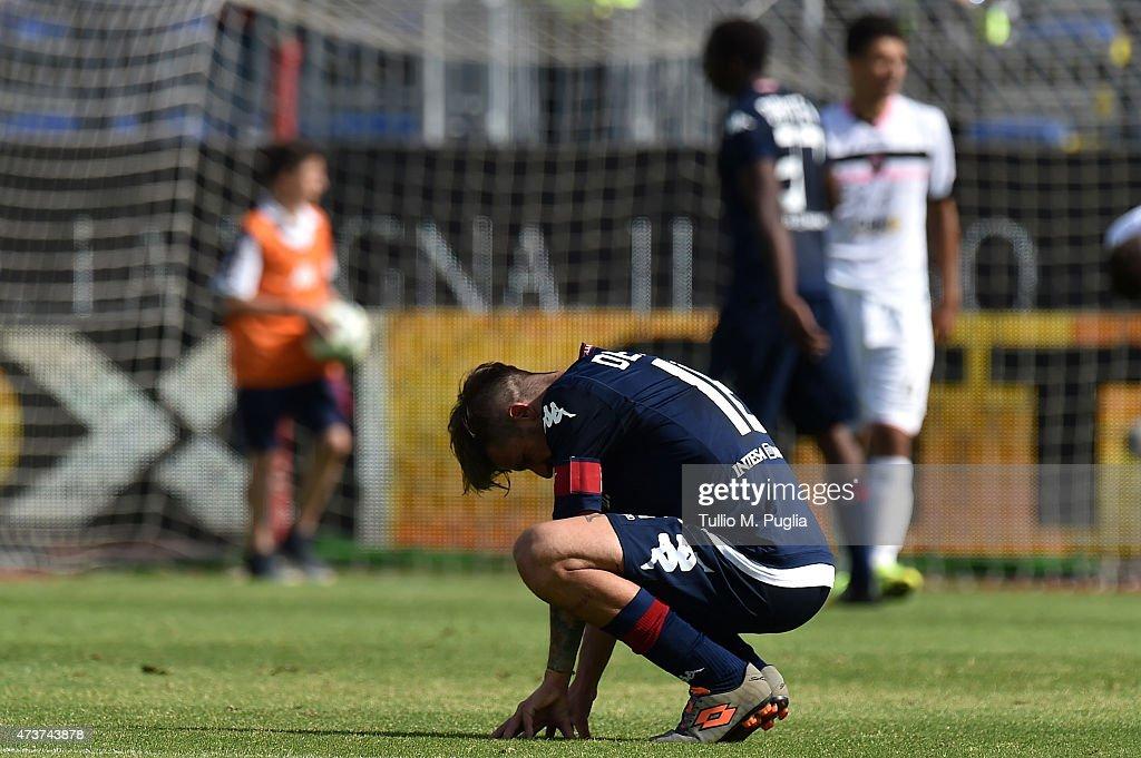 Daniele Dessena Captain of Cagliari shows his dejection after losing the Serie A match between Cagliari Calcio and US Citta di Palermo at Stadio...