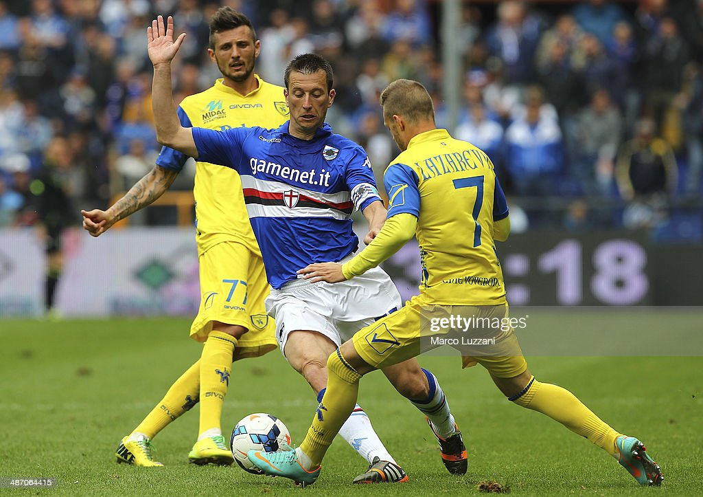 Daniele Gastaldello of UC Sampdoria is challenged by with Dejan Lazarevic of AC Chievo Verona during the Serie A match between UC Sampdoria and AC Chievo Verona at Stadio Luigi Ferraris on April 27, 2014 in Genoa, Italy.