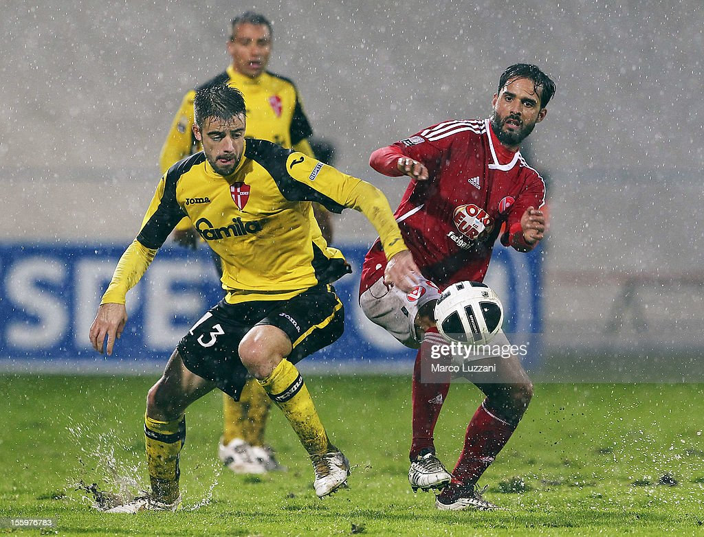 Daniele Martinetti (R) of AS Varese competes for the ball with Elia Legati (L) of Calcio Padova during the Serie B match between AS Varese and Calcio Padova at Stadio Franco Ossola on November 10, 2012 in Varese, Italy.