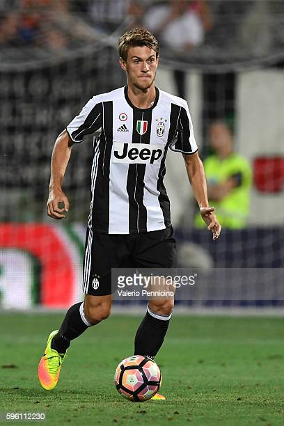 Daniele Rugani of FC Juventus in action during the PreSeason Friendly match between FC Juventus and Espanyol at Alberto Braglia Stadium on August 13...