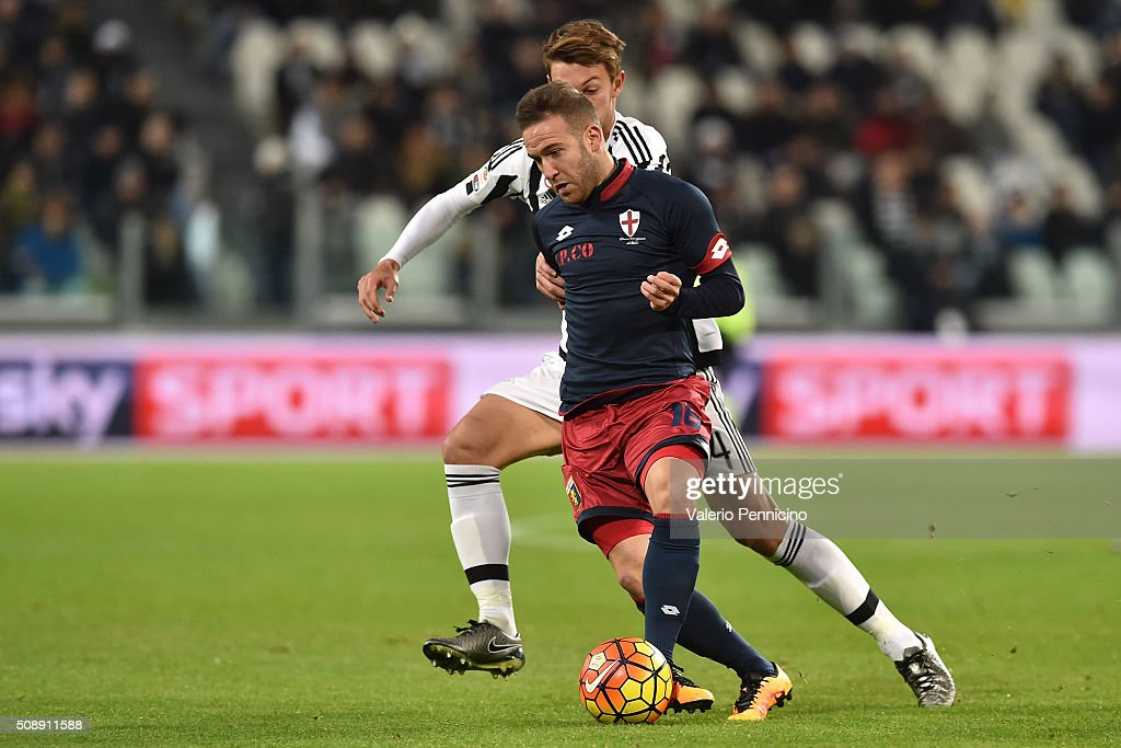 <a gi-track='captionPersonalityLinkClicked' href=/galleries/search?phrase=Daniele+Rugani&family=editorial&specificpeople=11339737 ng-click='$event.stopPropagation()'>Daniele Rugani</a> (L) of Juventus FC competes with <a gi-track='captionPersonalityLinkClicked' href=/galleries/search?phrase=Diego+Capel&family=editorial&specificpeople=4164836 ng-click='$event.stopPropagation()'>Diego Capel</a> of Genoa CFC during the Serie A match between Juventus FC and Genoa CFC at Juventus Arena on February 3, 2016 in Turin, Italy.