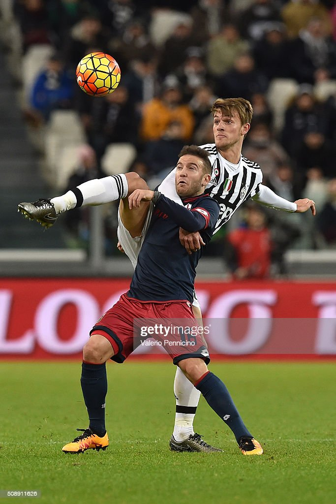 <a gi-track='captionPersonalityLinkClicked' href=/galleries/search?phrase=Daniele+Rugani&family=editorial&specificpeople=11339737 ng-click='$event.stopPropagation()'>Daniele Rugani</a> (R) of Juventus FC competes with <a gi-track='captionPersonalityLinkClicked' href=/galleries/search?phrase=Diego+Capel&family=editorial&specificpeople=4164836 ng-click='$event.stopPropagation()'>Diego Capel</a> of Genoa CFC during the Serie A match between Juventus FC and Genoa CFC at Juventus Arena on February 3, 2016 in Turin, Italy.