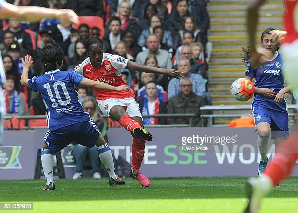 Danielle Carter scores a goal for Arsenal Ladies during the match between Arsenal Ladies and Chelsea Ladies at Wembley Stadium on May 14 2016 in...