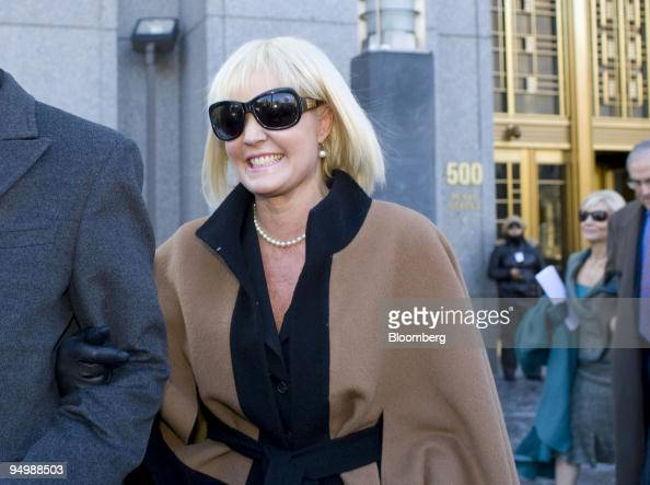 Danielle Chiesi an executive at New Castle Funds LLC leaves federal court in New York US on Monday Dec 21 2009 Chiesi and Raj Rajaratnam the...