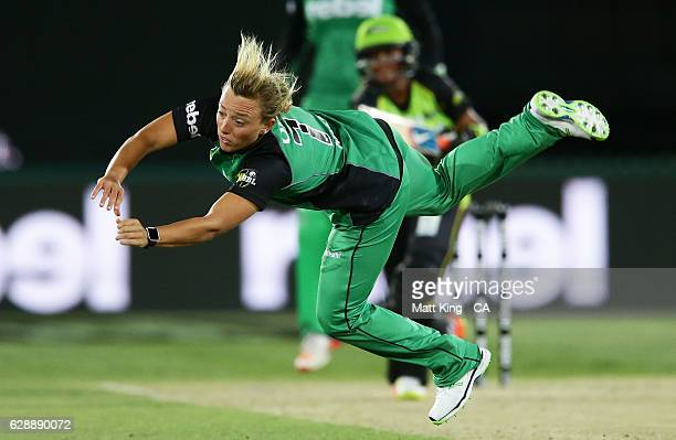 'SYDNEY AUSTRALIA DECEMBER 10 Danielle Hazell of the Stars puts down a catching chance off her own bowling during the Women's Big Bash League match...