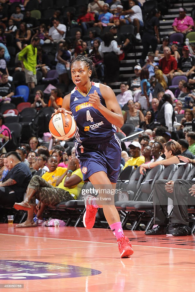 Danielle McCray #4 of the Connecticut Sun moves the ball up-court against the San Antonio Stars at the AT&T Center on August 1, 2014 in San Antonio, Texas.