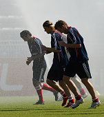 Danijel Pranjic Anatoliy Tymoshchuk and Ivica Olic of Bayern Muenchen take a refreshment during the FC Bayern Muenchen training session at the Al...