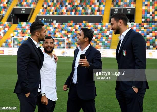 Danilo D'Ambrosio Lorenzo Insigne Eder and Gianluigi Donnarumma of Italy chat during Italy walk around at Stadio Friuli on June 10 2017 in Udine Italy