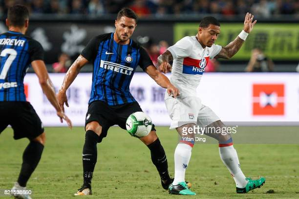 Danilo D'Ambrosio of FC Internationale and Memphis Depay of Olympique Lyonnais fight for the ball during the 2017 International Champions Cup...
