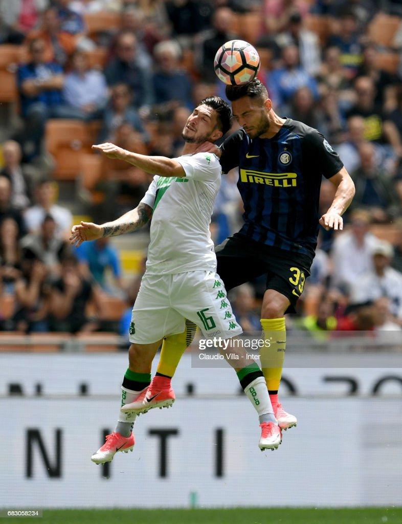 Danilo D'Ambrosio of FC Internazionale and Matteo Politano of US Sassuolo (L) compete for the ball during the Serie A match between FC Internazionale and US Sassuolo at Stadio Giuseppe Meazza on May 14, 2017 in Milan, Italy.