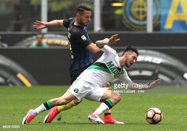 Danilo D'Ambrosio of FC Internazionale competes for the ball with Matteo Politano of US Sassuolo during the Serie A match between FC Internazionale...