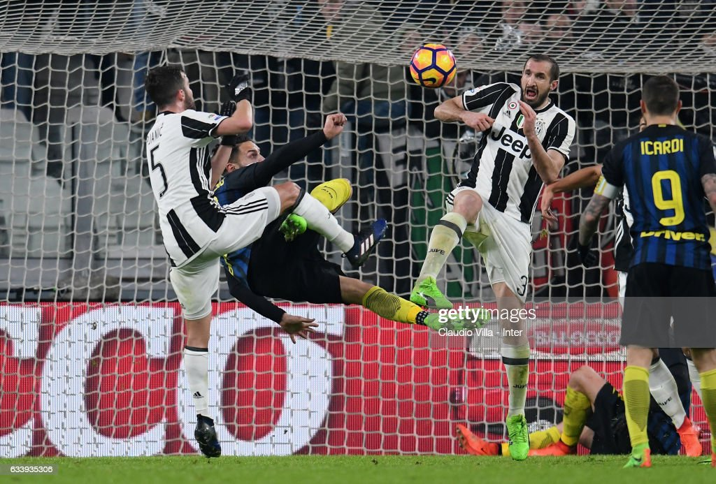 Danilo D'Ambrosio of FC Internazionale (C) in action during the Serie A match between Juventus FC and FC Internazionale at Juventus Stadium on February 5, 2017 in Turin, Italy.