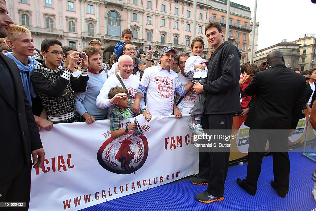 <a gi-track='captionPersonalityLinkClicked' href=/galleries/search?phrase=Danilo+Gallinari&family=editorial&specificpeople=4644476 ng-click='$event.stopPropagation()'>Danilo Gallinari</a> of the New York Knicks meets with members of the Gallo Fan Club at the Piazza Duomo on October 2, 2010 in Milan, Italy.