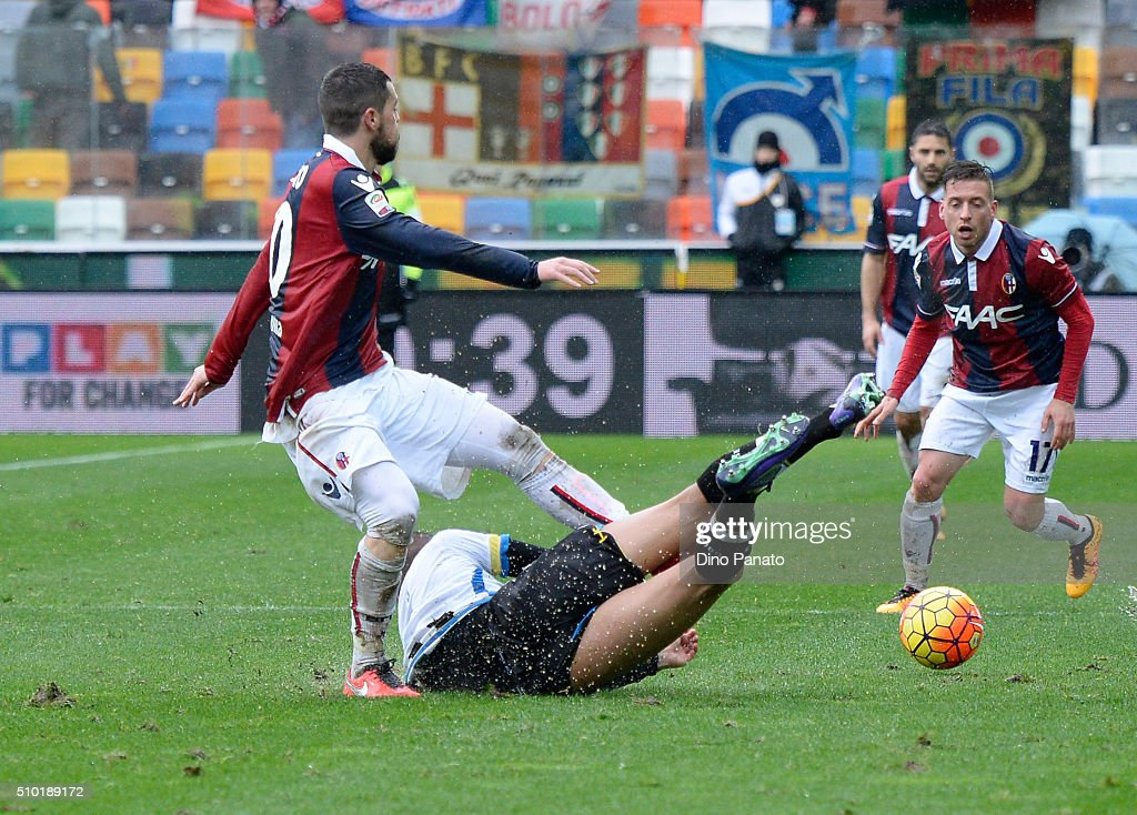 Danilo Larangeira (R) of Udinese Calcio competes with <a gi-track='captionPersonalityLinkClicked' href=/galleries/search?phrase=Mattia+Destro&family=editorial&specificpeople=5983870 ng-click='$event.stopPropagation()'>Mattia Destro</a> of Bologna FC during the Serie A match between Udinese Calcio and Bologna FC at Stadio Friuli on February 14, 2016 in Udine, Italy.