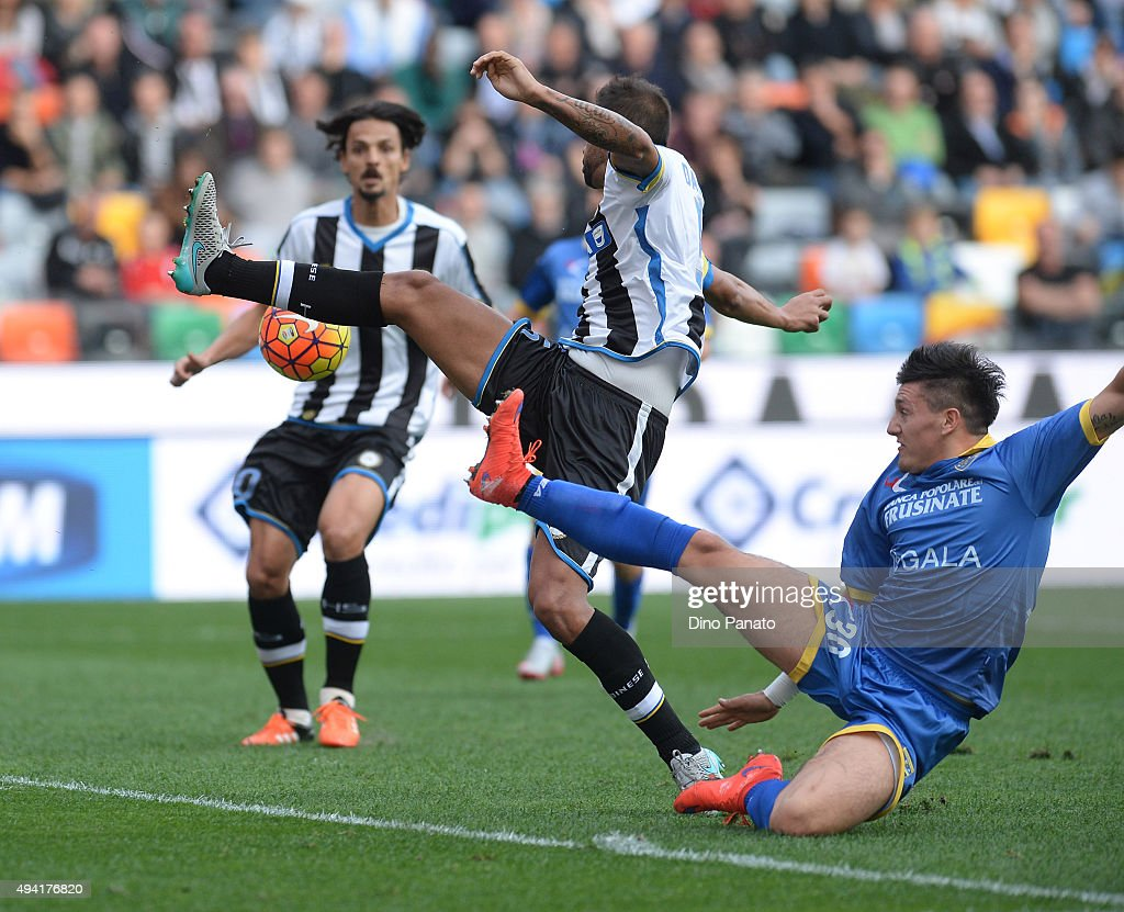 Danilo Larangeira (L) of Udinese Calcio competes with Nicolas Castillo of Frosinone Calcio during the Serie A match between Udinese Calcio and Frosinone Calcio at Stadio Friuli on October 25, 2015 in Udine, Italy.