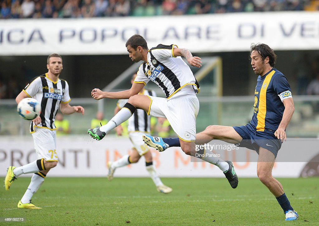 Danilo Larangeira (L) of Udinese Calcio stetches for the ball next to <a gi-track='captionPersonalityLinkClicked' href=/galleries/search?phrase=Luca+Toni&family=editorial&specificpeople=453307 ng-click='$event.stopPropagation()'>Luca Toni</a> of Hellas Verona during the Serie A match between Hellas Verona FC and Udinese Calcio at Stadio Marc'Antonio Bentegodi on May 10, 2014 in Verona, Italy.