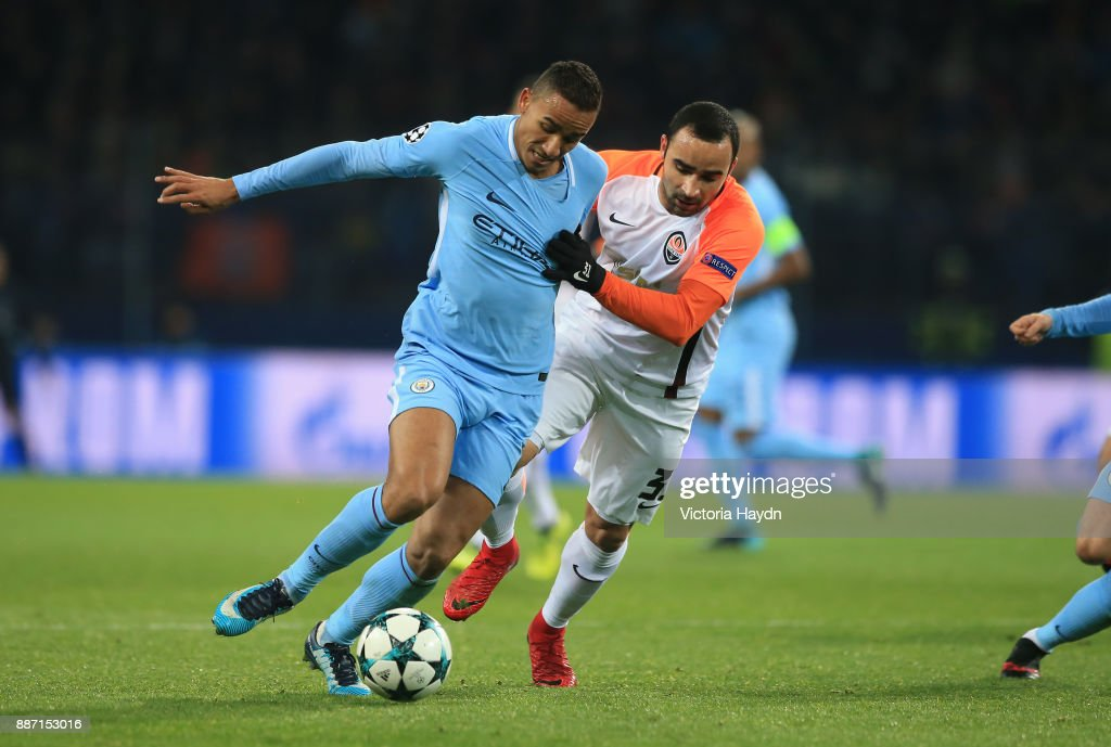 http://media.gettyimages.com/photos/danilo-of-manchester-city-is-challenged-by-ismaily-of-shakhtar-the-picture-id887153016?k=6&m=887153016&s=594x594&w=0&h=RVkMRvpc9QfQzckwusQWPBlb0rhPn_yl064g5O3iEIU=