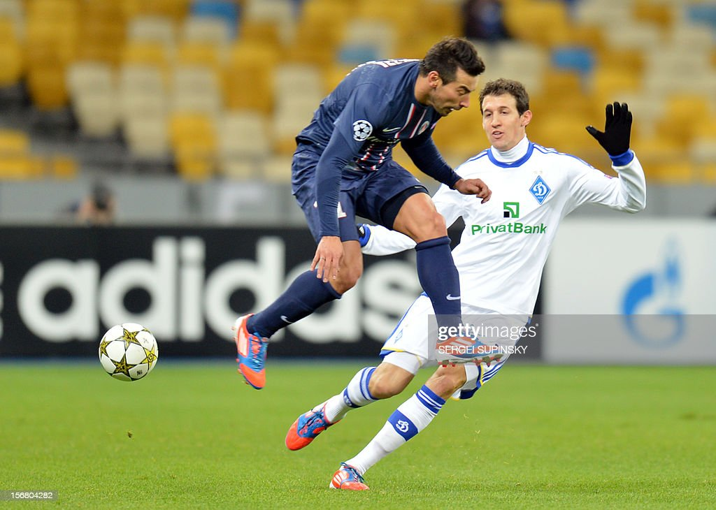 Danilo Silva (R) of FC Dynamo Kiev fights for a ball with Ezequiel Lavezzi of Paris Saint-Germain FC during UEFA Champions League, Group A, football match in Kiev on November 21, 2012. AFP PHOTO/ SERGEI SUPINSKY