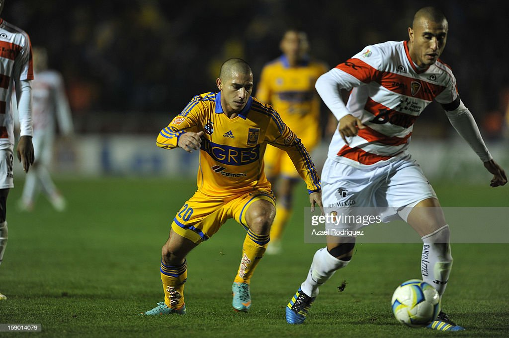 Danilo Verón of Tigres fights for the ball during the match between Tigres and Jaguares as part of theClausura 2013 championship at Universitario Stadium on January 05, 2013 in Monterrey, Mexico.