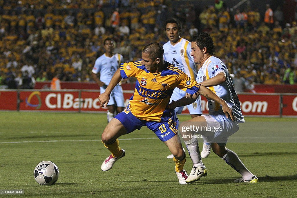 Danilo Veron (L) of Tigres struggles for the ball with Osmar Mares (R) of San Luis during the Clausura 2011 Tournament in the Mexican Football League at Universitario Stadium on March 12, 2011 in Monterrey, Mexico.