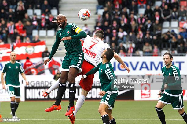 Danilson Da Cruz of Red Star and Antony Robic of Nancy and Naim Sliti of Red Star during the French Ligue 2 match between Nancy and Red Star at Stade...