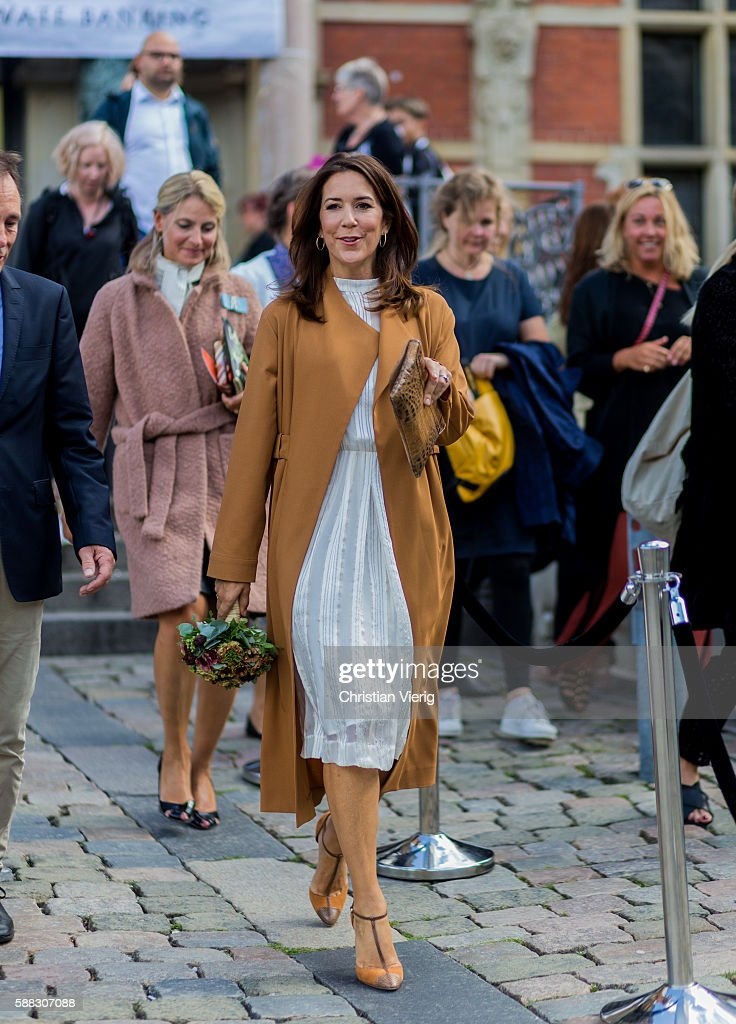 Danish Prinzess Crown Princess Mary of Denmark outside Designers Nest during the first day of the Copenhagen Fashion Week Spring/Summer 2017 on August 10, 2016 in Copenhagen, Denmark.