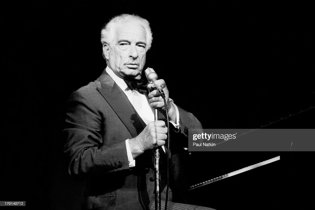 victor borge hands off