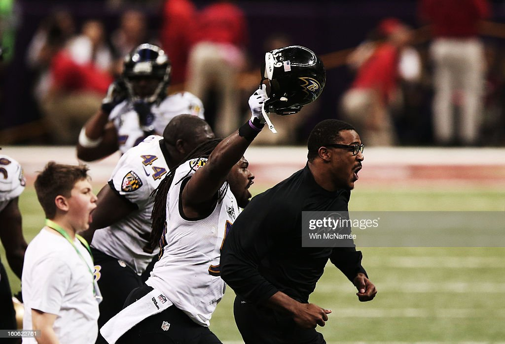 Dannell Ellerbe (C) #59 of the Baltimore Ravens celebrates with teammates after they won 34-31 against the San Francisco 49ers during Super Bowl XLVII at the Mercedes-Benz Superdome on February 3, 2013 in New Orleans, Louisiana.