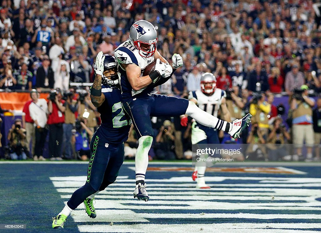 <a gi-track='captionPersonalityLinkClicked' href=/galleries/search?phrase=Danny+Amendola&family=editorial&specificpeople=2194309 ng-click='$event.stopPropagation()'>Danny Amendola</a> #80 of the New England Patriots catches a four yard touchdown pass over <a gi-track='captionPersonalityLinkClicked' href=/galleries/search?phrase=Earl+Thomas+-+American+Football-speler+-+Geboren+1989&family=editorial&specificpeople=7215949 ng-click='$event.stopPropagation()'>Earl Thomas</a> #29 of the Seattle Seahawks in the fourth quarter during Super Bowl XLIX at University of Phoenix Stadium on February 1, 2015 in Glendale, Arizona.