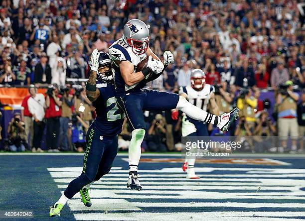Danny Amendola of the New England Patriots catches a four yard touchdown pass over Earl Thomas of the Seattle Seahawks in the fourth quarter during...