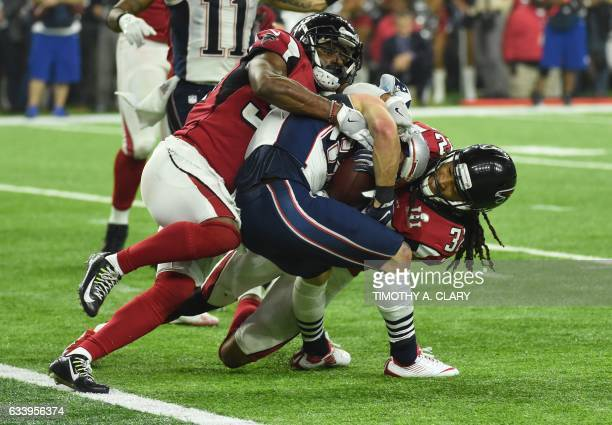 TOPSHOT Danny Amendola of the New England Patriots scores a two point conversion late in the fourth quarter against Jalen Collins and Brian Poole the...
