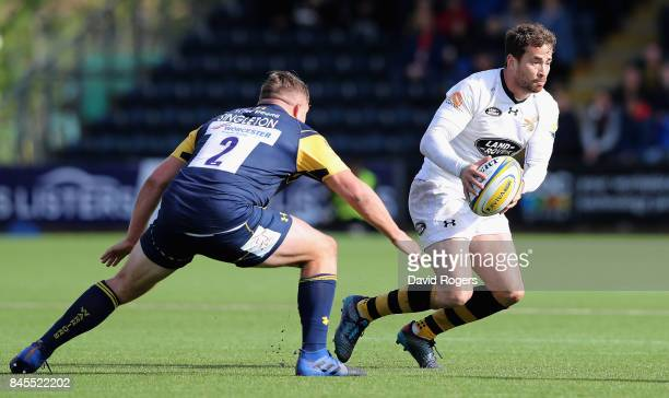 Danny Cipriani of Wasps moves away from Jack Singleton during the Aviva Premiership match between Worcester Warriors and Wasps at Sixways Stadium on...