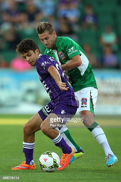 Danny de Silva of the Glory and Sam Gallagher of the Jets contest for the ball during the round four ALeague match between Perth Glory and the...