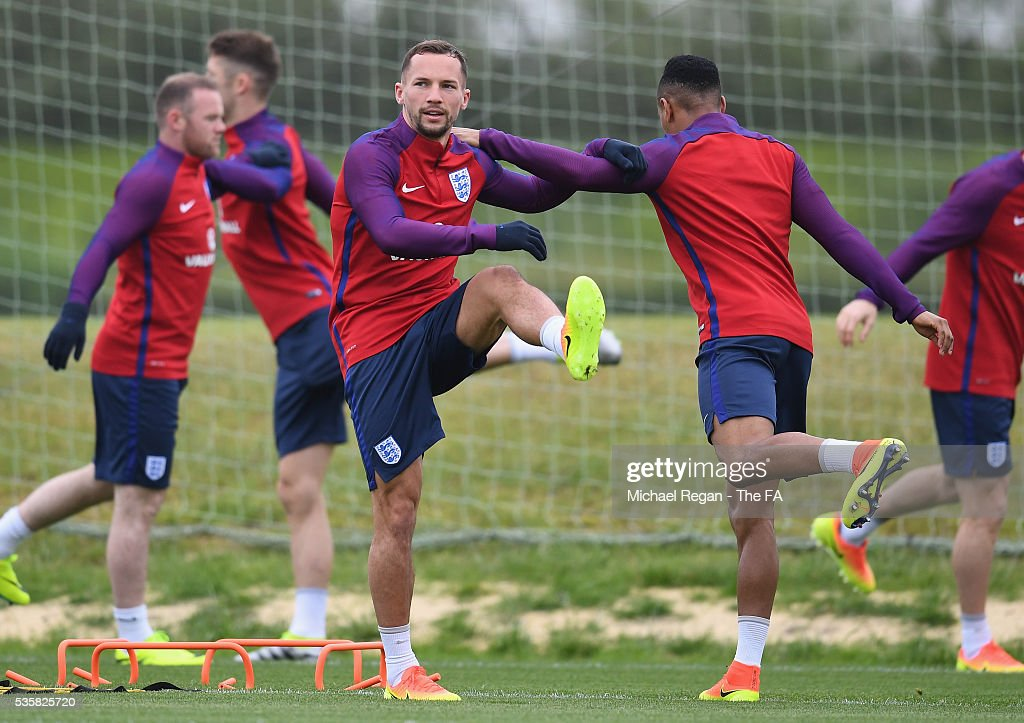 <a gi-track='captionPersonalityLinkClicked' href=/galleries/search?phrase=Danny+Drinkwater&family=editorial&specificpeople=4224396 ng-click='$event.stopPropagation()'>Danny Drinkwater</a> of England and team mates warm up during an England training session at London Colney on May 30, 2016 near St Albans, England.