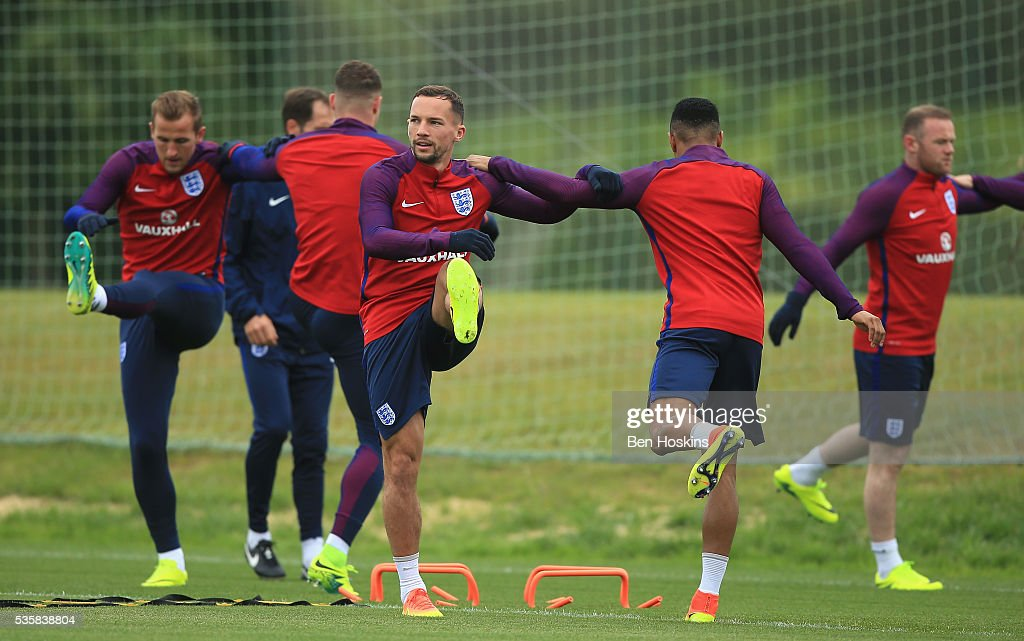 <a gi-track='captionPersonalityLinkClicked' href=/galleries/search?phrase=Danny+Drinkwater&family=editorial&specificpeople=4224396 ng-click='$event.stopPropagation()'>Danny Drinkwater</a> of England and team mates warm up during an England training session at London Colney on May 30, 2016, near St Albans, England