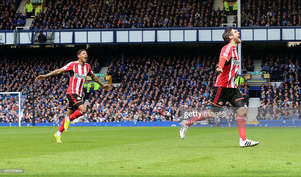 Danny Graham of Sunderland celebrates his deflected goal during the Barclays Premier League match between Everton and Sunderland at Goodison Park on...