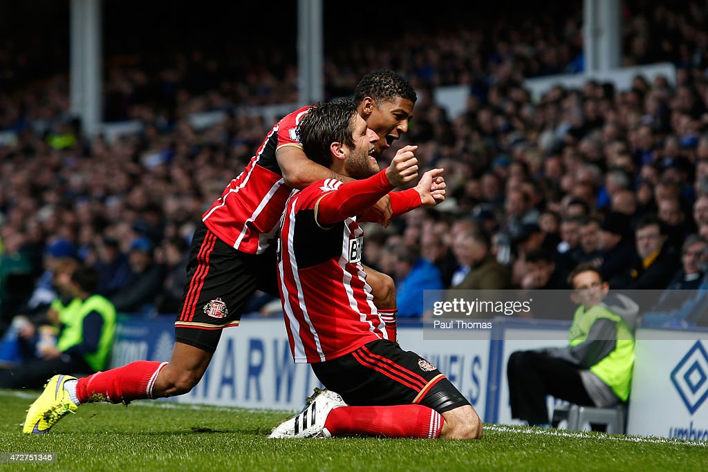 <a gi-track='captionPersonalityLinkClicked' href=/galleries/search?phrase=Danny+Graham+-+Voetballer&family=editorial&specificpeople=11679831 ng-click='$event.stopPropagation()'>Danny Graham</a> of Sunderland celebrates scoring the opening goal with <a gi-track='captionPersonalityLinkClicked' href=/galleries/search?phrase=Patrick+van+Aanholt&family=editorial&specificpeople=3542425 ng-click='$event.stopPropagation()'>Patrick van Aanholt</a> of Sunderland during the Barclays Premier League match between Everton and Sunderland at Goodison Park on May 9, 2015 in Liverpool, England.