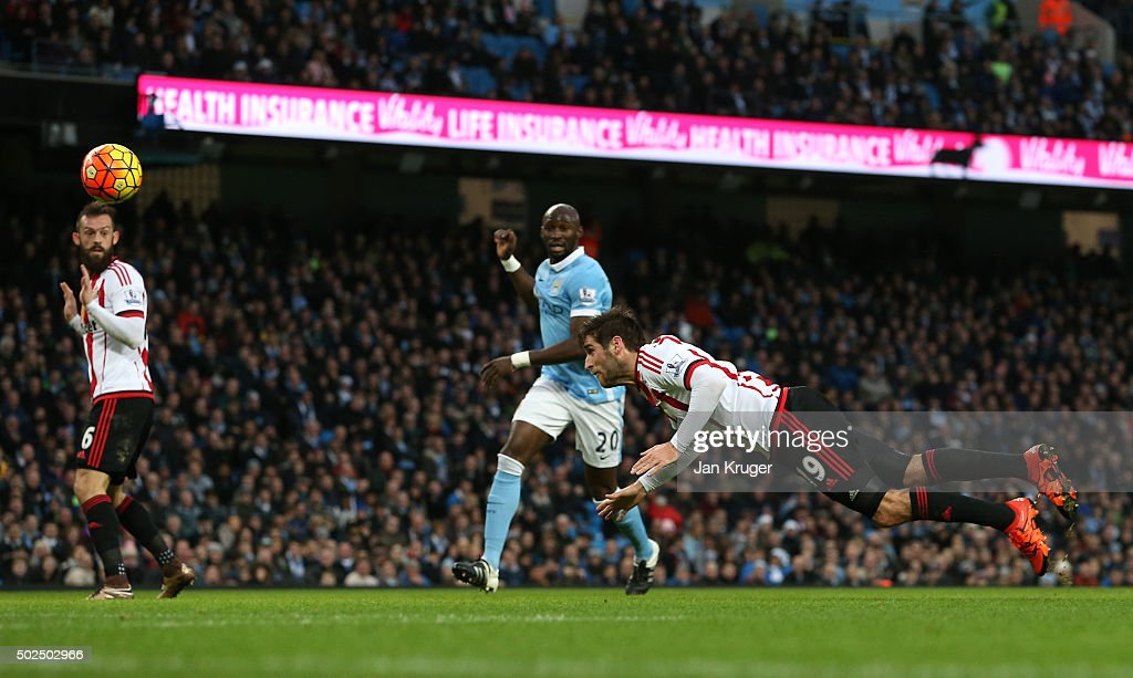 Danny Graham of Sunderland directs a header on goal during the Barclays Premier League match between Manchester City and Sunderland at the Etihad Stadium on December 26, 2015 in Manchester, England.