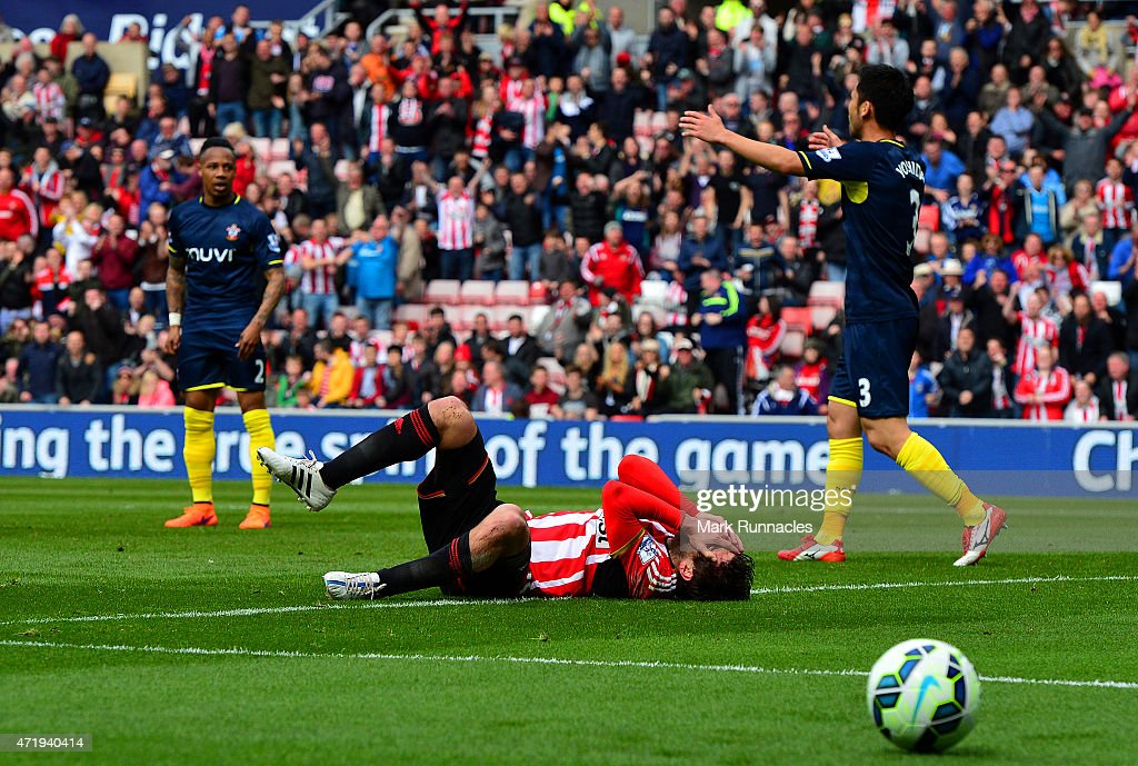 <a gi-track='captionPersonalityLinkClicked' href=/galleries/search?phrase=Danny+Graham+-+Voetballer&family=editorial&specificpeople=11679831 ng-click='$event.stopPropagation()'>Danny Graham</a> of Sunderland reacts after a challenge by Jose Fonte (not in picture) of Southampton leading to a penalty during the Barclays Premier League match between Sunderland and Southampton at Stadium of Light on May 2, 2015 in Sunderland, England.