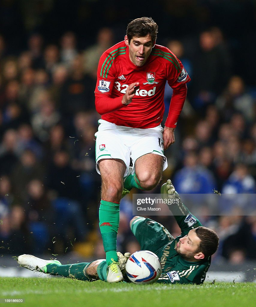 Danny Graham of Swansea City rounds goalkeeper <a gi-track='captionPersonalityLinkClicked' href=/galleries/search?phrase=Ross+Turnbull+-+Soccer+Player&family=editorial&specificpeople=653834 ng-click='$event.stopPropagation()'>Ross Turnbull</a> of Chelsea on the way to scoring during the Capital One Cup Semi-Final first leg match between Chelsea and Swansea City at Stamford Bridge on January 9, 2013 in London, England.