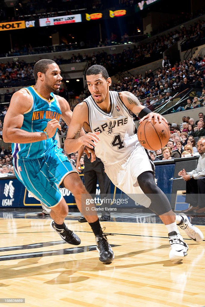 Danny Green #4 of the San Antonio Spurs drives against Xavier Henry #4 of the New Orleans Hornets on December 21, 2012 at the AT&T Center in San Antonio, Texas.