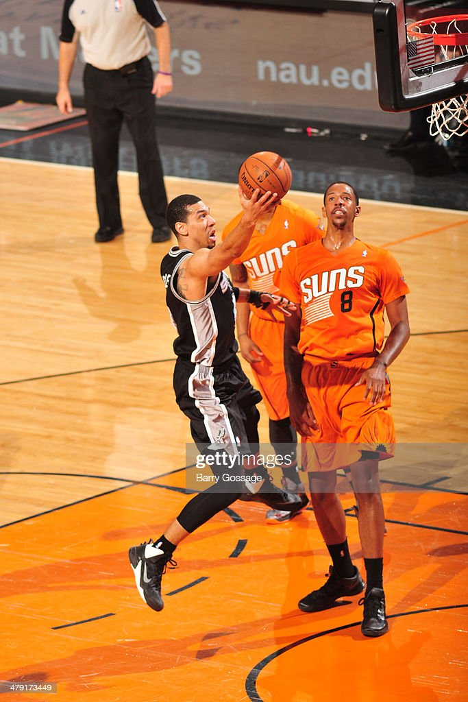 Danny Green #4 of the San Antonio Spurs drives to the basket against the Phoenix Suns on February 21, 2014 at U.S. Airways Center in Phoenix, Arizona.