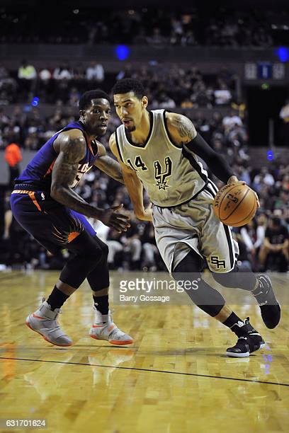 Danny Green of the San Antonio Spurs drives to the basket against the Phoenix Suns as part of NBA Global Games at Arena Ciudad de Mexico on January...