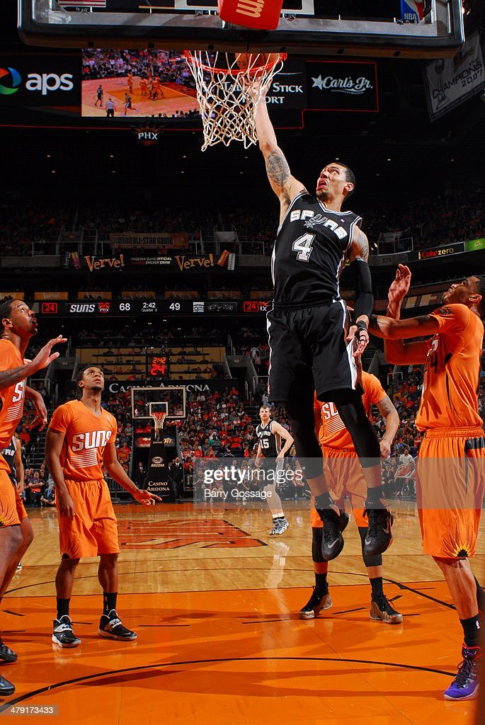 Danny Green #4 of the San Antonio Spurs dunks the ball against the Phoenix Suns on February 21, 2014 at U.S. Airways Center in Phoenix, Arizona.