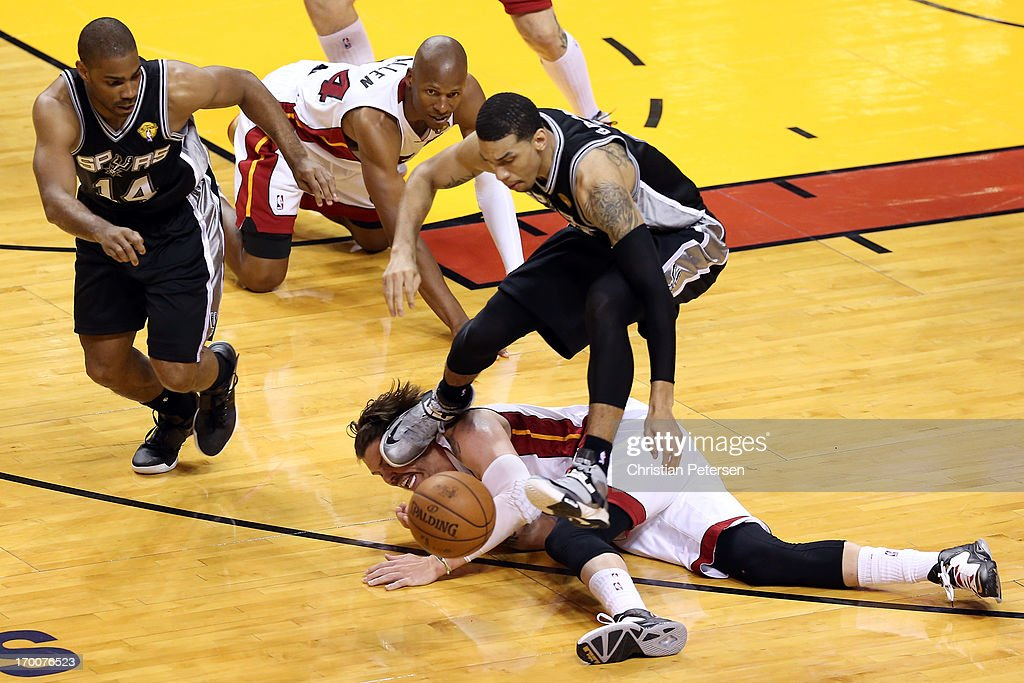Danny Green #4 of the San Antonio Spurs goes after a loose ball against <a gi-track='captionPersonalityLinkClicked' href=/galleries/search?phrase=Mike+Miller+-+Basketball+Player&family=editorial&specificpeople=201801 ng-click='$event.stopPropagation()'>Mike Miller</a> #33 of the Miami Heat during Game One of the 2013 NBA Finals at AmericanAirlines Arena on June 6, 2013 in Miami, Florida.