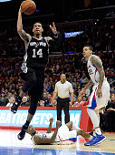 Danny Green of the San Antonio Spurs scores on a layup in front of Jamal Crawford and Matt Barnes of the Los Angeles Clippers during a 119115 Clipper...